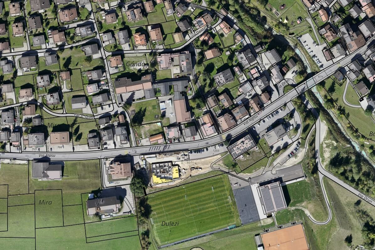 Cadastral map overlayed on aerial images