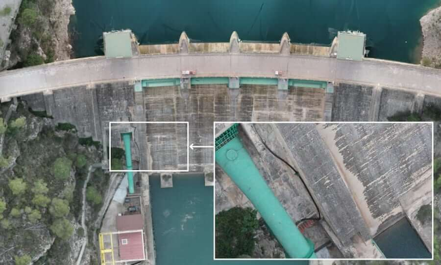 Dam inspection with aerial images